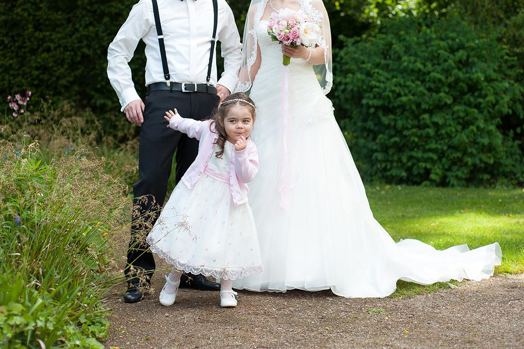 Rudek Fotografie - Hochzeitspaar mit Blumenmädchen